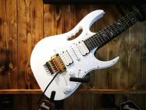 Ibanez JEM7VP-WH Steve Vai Signature E-Guitar 6 String White + Gigbag