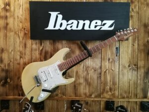 Ibanez AZ2204-OWD AZ-Series E-Guitar 6 String Off White Blonde + Case