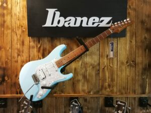 Ibanez AZ2204-SFB Prestige Exclusive, Sea Foam Blue + Hardcase