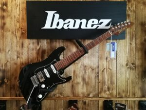 Ibanez AZ2204B-BK Prestige AZ-Series E-Guitar 6 String Black, Made in Japan+ Case