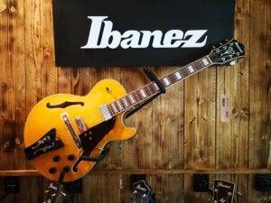 Ibanez GB10EM-AA George Benson Signature Hollowbody Guitar 6 String Antique Amber, B-Stock