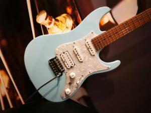 Ibanez AZ2204-SFB Prestige Exclusive, Sea Foam Blue + Hardcase