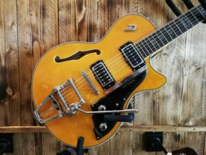 Duesenberg Starplayer TV Classic Honey + Case
