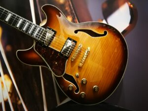 Ibanez AS93FML-VLS Artcore Expressionist Semi-Hollow Lefty Gitarre Violin Sunburst, B-Stock