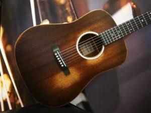 Martin DJR-10E Streetmaster Acoustic Guitar + Preamp + GigBag