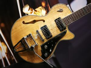 """Duesenberg Alliance Series Tom Bukovac """"The Session Man"""", Quilted Maple Natural incl. Hardcase"""